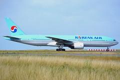 HL7575, Boeing 777-2B5(ER), 28445/309, Korean Air, CDG/LFPG, 2016-09-10 (alaindurandpatrick) Tags: hl7575 28445309 772 777200 777 boeing boeing777 boeing777200 tripleseven t7 airliners jetliners ke kal koreanairlines koreanair airlines cdg lfpg parisroissycdg airports