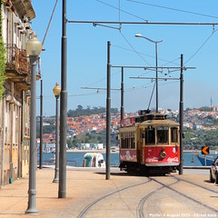 Maneuvering between the posts (ernstkers) Tags: portugal trolley tram porto stcp streetcar brill 205 bonde tranvia elctrico tramvia strasenbahn stcp205