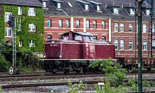 21.05.2006 Oberhausen Osterfeld. EfW 212 052 mit Bauzug