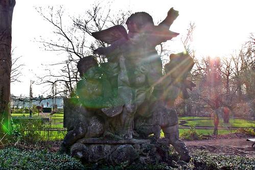 4 - Nivelles Parc de la Dodaine A l'entrée, les anges veillent....