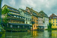 Strasbourg (raperol) Tags: 2007 300d airelibre arquitectura canales estrasburgo strasbourg agua