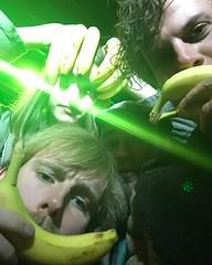 de eerste binnen krijgt een banaan. #altstad #tourlife #fitgirls