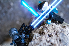 Showdown (The Aphol) Tags: lego alien droid fight legography macro minifigures robot space toy battle toyphotography legophotography