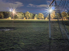 Hundeschule bei Flutlicht (tomhuizi) Tags: hundeschule blaue stunde flutlicht abend dmmerung fusballplatz tor evening goal football soccer hdr floodlight festbrennweite prime