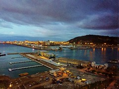 2016OCT20_02_Barcelona Port (Kam Hong Leung.) Tags: beatriceleung kamhongleung leungkamhong barcelona barcelonaport port spain europe whotel mhuk moet hennessy lvmh hotel tourist traveller ocean sea building architecture light reflection palmtree