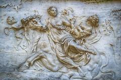 Rapto de Europa (Fernando Two Two) Tags: europa europe myth mythology mitologa rapto toro brau bull escultura sculpture art arte jard jardn garden relieve bcn barcelona laberintdhorta
