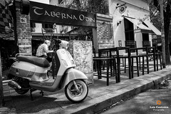 Scooter (Luiz Contreira) Tags: scooter bar brazilianphotographer blackwhite bw street streetphotography southamerica américadosul argentina buenosaires fotógrafosbrasileiros fotografiaderua