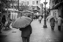 umbrella III (A.Ayuso) Tags: blanconegro calle callejeros candid candidphoto espaa madrid nikon noiretblanc rue streetphotography streetshoot schwarzweiss spain strasse strase street urbana movimiento paseo walking