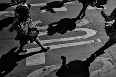 Santiago de Chile (Alejandro Bonilla) Tags: santiago chile street city urban bw blancoynegro bn blackandwhite black sony santiagodechile santiaguinos sam streetphotography santiagocentro sonya290 urbano urbana urbex urbe santiagochile a290 alfa alejandrobonilla atardecer