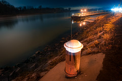 Herbstabend an der Donau (Ralph Punkenhofer) Tags: 20mm autumn dunstig herbst mauthausen donau danube rivr river wasser water long exposure upper austria obersterreich poller blau blue orange light stars outdoor night nikon nikkor 18