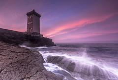 The last one (Traezh) Tags: bretagne breizh finistre iroise kermorvan phare lighthouse coast cte coastline rivage leconquet vague wave magenta morning matin aube dawn littoral