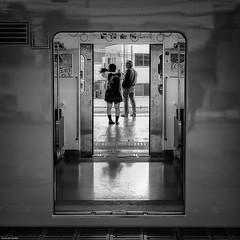 En tren por Japn (Fernacinguer1981) Tags: japn viajes blancoynegro streetphotography tren osaka puertas callejera