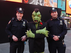 Komos and the cops (C_Oliver) Tags: usa america newyork manhattan timessquare nypd cop cops police policeman policemen komos artslave fursuit fursuiter costume komodo komododragon lizard reptile lizardman flower carnation claws mohawk goatee