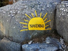 Sign at Smithska Udden (Flicker Classic Person) Tags: beach sign rock strand gteborg naked nude paint sweden bad nudist naturist sverige safe fkk naturista 2015 vstragtaland nset nakenbad smithskaudden stensholmen naturistbad