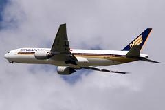 9V-SRG Boeing 777-212(ER) Singapore Airlines (Robert Frola Aviation Photographer) Tags: nikond70 boeing 2009 singaporeairlines boeing777 ybbn 9vsrg boeing772