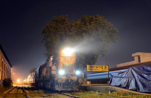 india nighttrain alco indianrailways indiantrains jhansi indiantrain irfca wdm3a trainatnight wdm2c indianrailroad superfasttrain nikond7000 indianrailwayswdm3a indianrailwaysbest jhswdm3a jhansiwdm3a