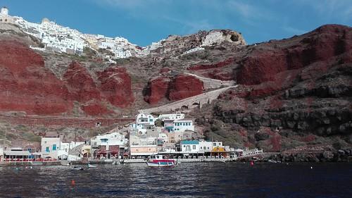 Oia auf dem roten Felsen