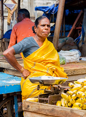 A business match (ysoseriuos) Tags: life street portrait people yellow canon faces candid bangalore streetphotography oldlady marketplace matching dailylife indianmarket seller amatuer 50mm18 colormatch streetvendors candidphotography lifeinindia happytopose indiastreetimages