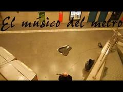 El msico del metro (Carlos ) Tags: barcelona gente personal metro msica msico prisa carlos