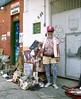 """En ce dimanche, direction São Paulo (oui toujours), au marché antiquaires du bairro (quartier) Bixiga. Et la rencontre haute perchée avec """"Jessé Jelvys Ploteus"""", un personnage cosmique   AWA DSJS (2.) Tags: gardela virela virela2 virela3 virela4 virela5 virela6 gardela2 virela7 virela8 virela9 virela10"""
