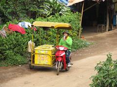 """Luang Prabang: villages sur l'autre rive de la rivière Nam Khan <a style=""""margin-left:10px; font-size:0.8em;"""" href=""""http://www.flickr.com/photos/127723101@N04/23875174431/"""" target=""""_blank"""">@flickr</a>"""