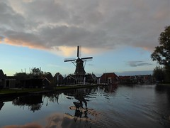 Woudsend village at sunset (Alta alatis patent) Tags: woudsend ee sunset reflections jager windmill