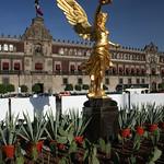 Palacio Nacional y Replica del Angel