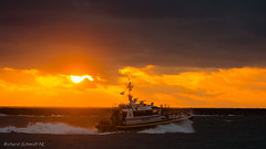 DSC03787 (De Hollena) Tags: boot coucherdesoleil holland ijmuiden lespaysbas noordholland noordzee nordholland nordsee northsea ocaso sonnenuntergang sunset thenetherlands zonsondergang boat