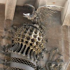 barcelona gaudi bird (kexi) Tags: barcelona catalonia spain europe gaudi square bird detail samsung wb690 september 2015 instantfave