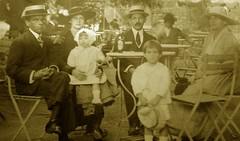 Mrio de Oliveira e Hermnia Velloso Pinto (Cogitao - cogito ergo sum) Tags: family famlia famiglia famille abuela abuelo av av ancestral ancestrale genealogia genealogy gente monocromtico antigo antique vellosodeoliveira burlamaque