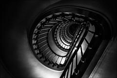 Où les Rats s'élèvent vers les Etoiles (Explore) (vedebe) Tags: noiretblanc netb nb bw monochrome escaliers opéra opéragarnier paris ville city rue street urbain architecture danse