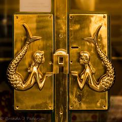 Le Sirenuse (Culinary Fool) Tags: sirens amalficoast october positano italy italia 2016 door 18135mm square brendajpederson mermaid hotel shop campania logo culinaryfool gold brass iconic handle