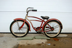 "C02674 (BarneyGoogle99) Tags: red 1948 bicycle stand tank balloon ivory tire chrome spitfire brake pedals handlebar horn schwinn coaster juvenile rods 1949 saddle dx truss grips bendix troxel 20"" mesinger"