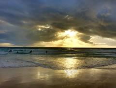 En directo con el movil... (Chodaboy) Tags: espaa atardecer spain surf foto movil playa andalucia cadiz andalusia sum tarifa andalusian iphone andalusi fotomovil hdrpro iphone5s