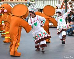 A Christmas Fantasy (AGoofyGirl) Tags: disneyland gingerbreadmen disneylandparade paradeperformer achristmasfantasy achristmasfantasyparade