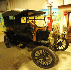 1914 Ford Model T Touring Car (D70) Tags: california 2 usa ford car museum speed t foot model hp automobile 4 cylinder planetary sacramento 20 1914 touring produced operated 1767 cuin 165000 1200lbs