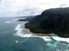 Na Pali Coast - Ke'e Beach (Kwong Yee Cheng) Tags: hawaii kauai keebeach napalicoast jackharterhelicopters