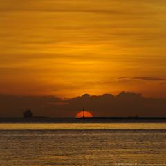 Remains of the Day (Bong Manayon) Tags: sunset pentax philippines ppg manilabay k01 manilacity pentaxphotogallery smcpk135mmf25 pentaxk01 bongmanayon lizamariemanayon