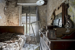 I didnt sleep a wink (Kriegaffe 9) Tags: bedroom bed decay window picture retro