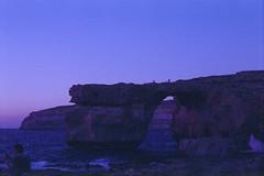 Azzurra window, Gozo, august 2014 (Tefilo de Sales) Tags: malta window azzurra azzurrawindow island gozo cliff sea meditarrean water tramonto sunset film fuji fujifilm fujixtra400 analog analogic 50mm 35mm nikkormatel nikkormat nikon nikkor blue