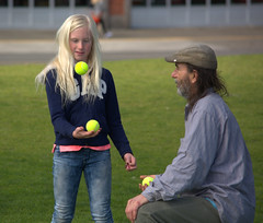 Teaching Juggling (swong95765) Tags: juggling juggle practice blonde girl kid master teacher teaching teach lesson