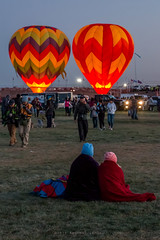 Balloon Fiesta 2016 | Two Pairs | Dawn Patrol Brigade, 05:51AM (Facundity) Tags: aibf albuquerqueinternationalballoonfiesta balloonfiesta2016 albuquerque hotairballoons streetphotography morningascension balloonfiestapark color blankets spectators newmexico outdoors canoneos70d