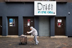 drift (dizbin) Tags: color candid city colour dizbin england em10 hants uk olympus om photo photograph photography people portrait portsmouth guildhall street streetphotography urban mzuiko 16