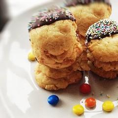 Macadamia-Cookies ...find it on www.bcproject.de #eeeeeats #food #foodporn #yum #instafood #yummy #amazing #instagood #photooftheday #sweet #dinner #lunch #breakfast #fresh #tasty #food #delish #delicious #eating #foodpic #foodpics #eat #hungry #foodgasm (benjaminsproject) Tags: eeeeeats dessert food desserts yum yummy amazing instagood instafood sweet chocolate cake icecream dessertporn delish foods delicious tasty eat eating hungry foodpics sweettooth