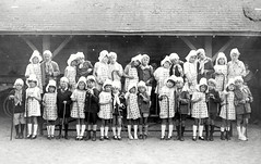 1925 (vers) Fte des Ecoles 03 (HCLM) Tags: ecole elves enfants garons filles possonnire educationnationnale