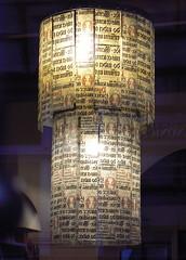 Kronleuchter in Krakau (AnnAbulf) Tags: polen polonia krakau cracovia kronleuchter lampadario schnschrift calligrafia gotisch gotico kalligrafie caf caff buchhandlung libreria krakw