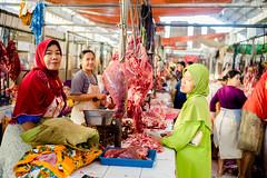 Salatiga Market | Happy start to the day (Ordinary_Folk) Tags: life red colour indonesia happy humanity market f14 sony voigtlander mc human colourful 40mm dailylife alpha a7 nokton element developingcountry salatiga