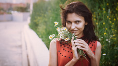 *** (zeldabylinovitch) Tags: girl portrait flower summer chamomile manuallens 50mm