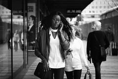Stockholm, gatufoto (Michael Erhardsson) Tags: stockholm gatufoto streetphotography people woman blackandwhite svartvitt 2016 september