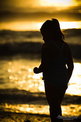 JCHM-2071.jpg (jchmfoto.com) Tags: trujillo nia caminar rayosdesol per amricadelsur playa amrica deportesdetierra orilladelmar huanchaco lalibertad pe